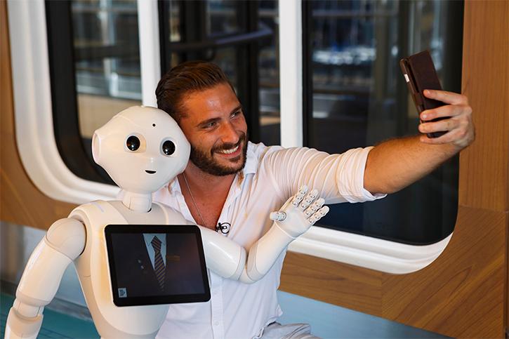 Des robots Pepper montent à bord des navires Costa